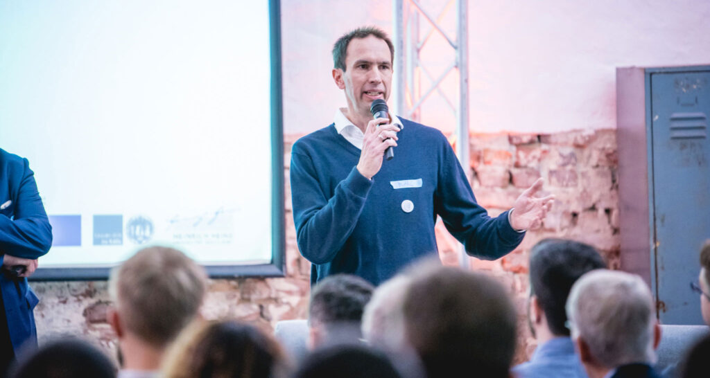 Marc Kley vor Zuhörern